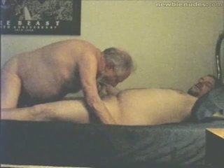 Bestefar has moro med grandson