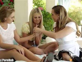 Mommysgirl lesbisch mam helps tieners vinden g-spot