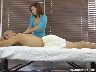 Brandi belle gives një sensuous anus hole rënie me dorë punë më i mirë në që pikë