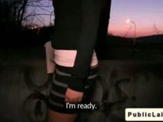 Fake agent fucks חובבן נערה outdoors ב לילה
