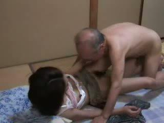 Japońskie dziadek ravishing nastolatka neighbors córka wideo