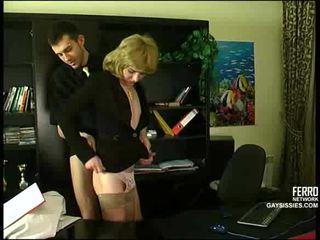 Sexo con cd en oficina