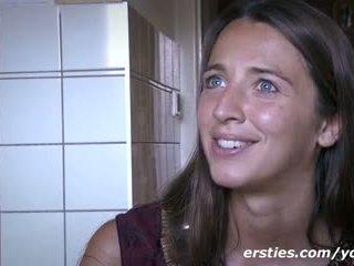 Datum met schattig nederlands meisje
