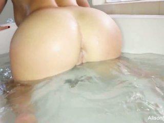 Buxom alison tyler takes een bath