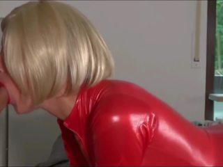 Blondine slet bips geneukt in rood latex cat pak: gratis porno 6b