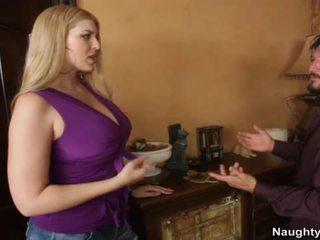 Blondinke s velika prsi nails friends mož