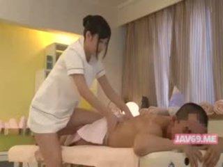 japonés, bebé, masaje