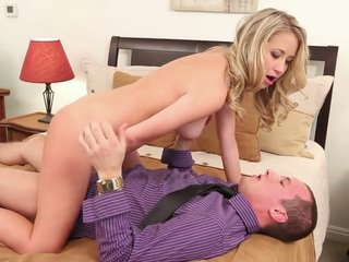 Mandy Armani Has Her Trimmed Pussy Got Laid