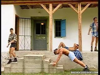 ร้อน นักกีฬา ดูด และ เพศสัมพันธ์ ใน a สนาม ก่อนที่ ผู้ชายเลว ปิด ร่วมกัน