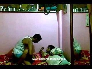 Indiane rajhastani pair në traditional indiane outfits having porno gjigand