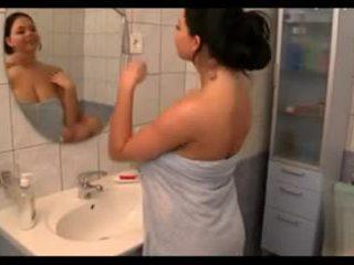 Великий титьки в the bath