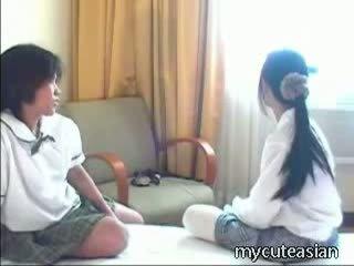 Barely právní thajská cuties mít frisky