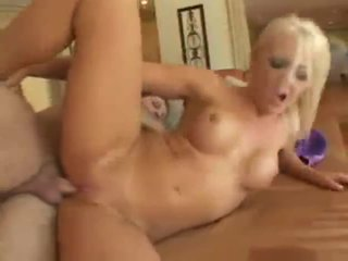 Lacey maguire blondinka brit