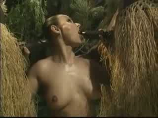 Africain brutally baisée américain femme en jungle vidéo