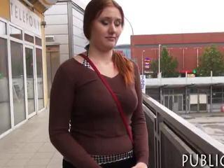 Massief boezem amateur roodharige eurobabe nailed voor cash