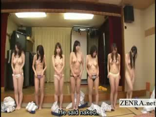 Subtitled grupo de japonesa milfs stripping para racing jogo