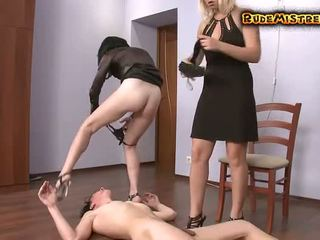 Guy brutaal dominated door two mistresses