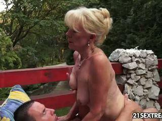 Pieauguša szuzanne plays ar a jauns dzimumloceklis