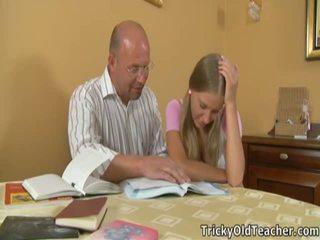 Marvelous coed pleases henne immoral läraren.