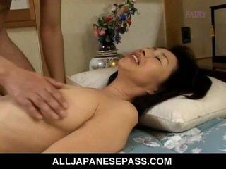 Makiko miyashita mengisap berbulu kontol.