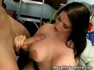 Breasty daphne rosen blowing a 最大の コック と receives 彼女の ティッツ ファック