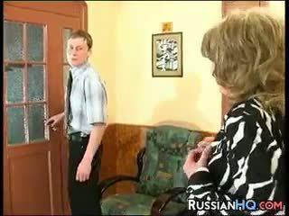 mamie, vieux + jeune, russe