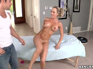 Karštas milf gets a putė masažas prieš seksas video