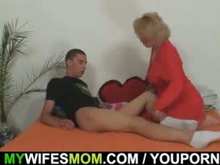 Mother-in-law fucks cô ấy con trai trong pháp luật