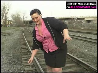 Дебели принцеса gets нудисти на railway