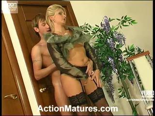 Agatha og rolf wicked mamma inside handling
