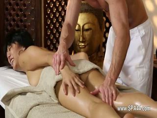Arm babes penetrated hard in speciaal masseur