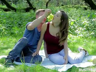 Lucie Wilde picnic
