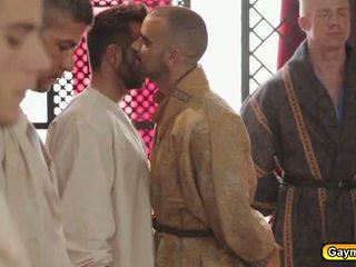 Homosexual rege anal fucks oricine el a vrut pentru
