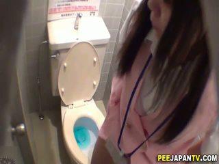 Aziatisch slet pees in toilet