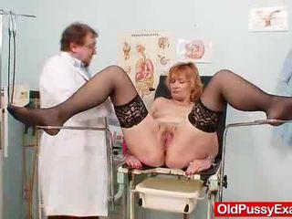 Scarlet cabeza gran gash yawning en gyno clinic