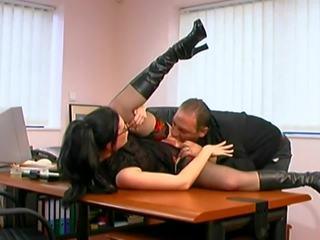 Noguris boss fucks viņa jauns sekretāre tiesības par the tabula