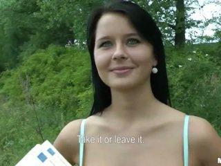 체코의 소녀 mia boned 과 얼굴의 용 현금