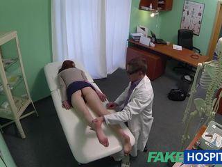 Mooi amateur patiënt geneukt met fraud dokter