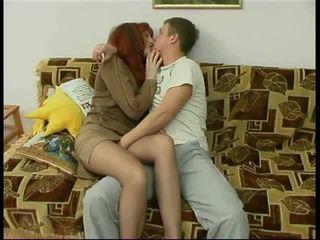Rus matura mama și o prieten de ei fiu amator: porno f6