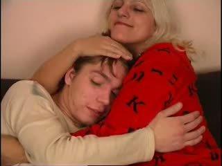 Rus mama și nu ei fiu