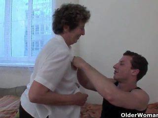 Lustful bà nội gets cô ấy tóc rậm thằng khốn fingered và fucked lược