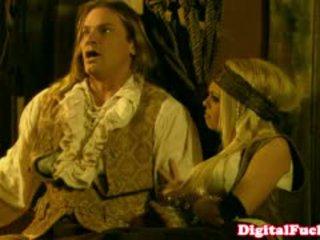 Pornósztár abbey brooks -ban anális kosztüm orgia