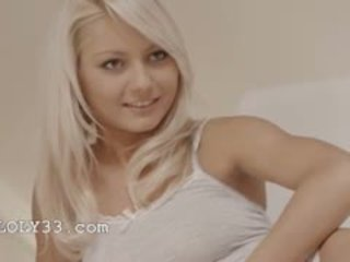 Išskirtinis blondies seksas tryse nuo sweden