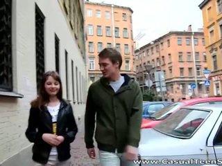 Χαριτωμένο έφηβος/η olesya picked επάνω και γαμημένος/η σκληρά