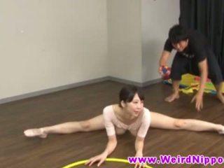 Flexible asiática ballet muñeca coño licked