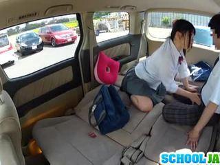 ญี่ปุ่น เด็กนักเรียนหญิง banged ใน a parking สลาก