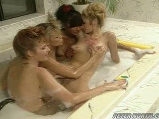 Anna malle a tiffany mynx na a neslušné bublinové kúpeľňa session s niektorí girlfriends