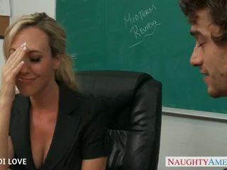 Blondine leraar brandi liefde rijden lul in klas