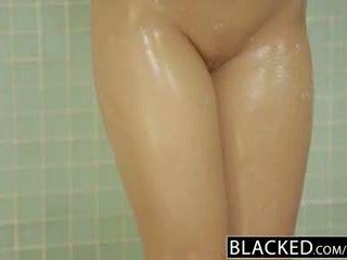 Blacked selingkuh rambut pirang gf zoey monroe barely takes bbc di dia bokong