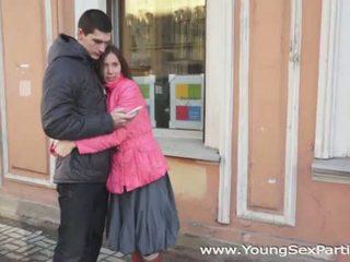 Mladý pohlaví parties: ruský amateurs čtveřice souložit